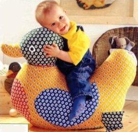 Такую замечательную игрушку - уточку можно сшить своему малышу, а выкройка прилагается.