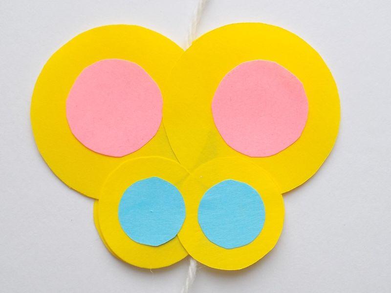 Объемная аппликация-игра: бабочка на цветочке