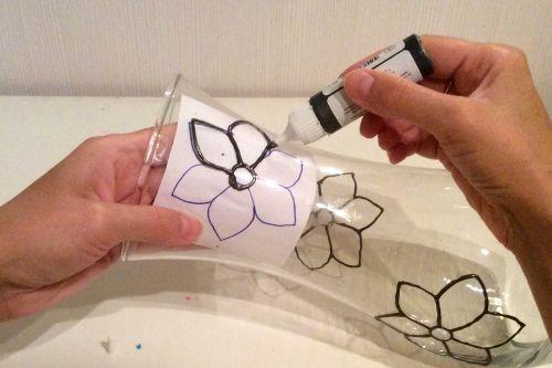 Декорируем вазу с помощью витражных красок и контура