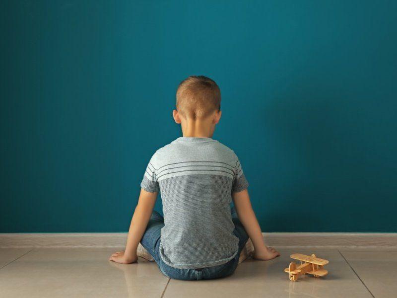 РАС (Расстройство аутистического спектра) у ребенка: что это, можно ли вылечить, признаки и причины