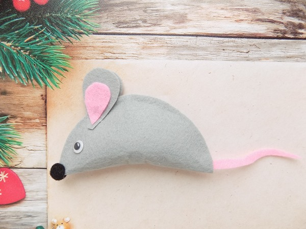 Простая мышка из фетра