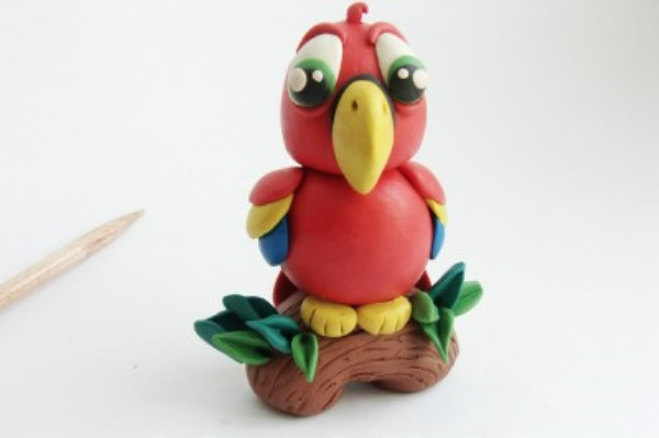 Попугай из пластилина - поделки для детей