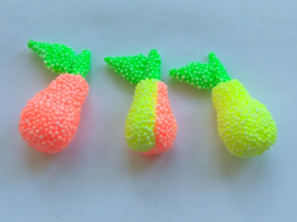 Фрукты из шарикового пластилина: груши
