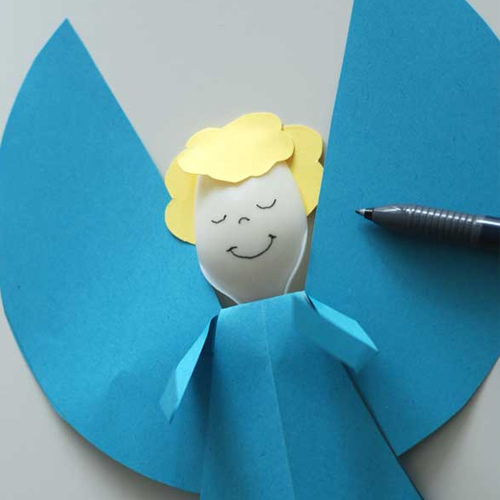 Ангел из цветной бумаги