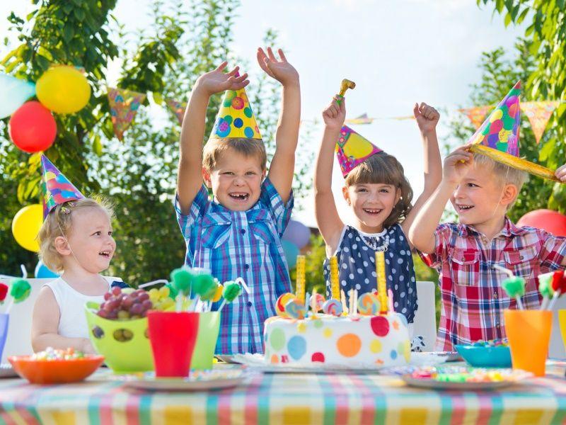 Веселый сценарий празднично-развлекательной программы для детского сада, дошкольников и групп раннего развития