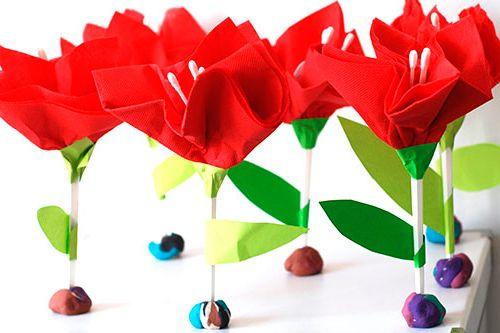 Детская поделка: цветок из подручных средств