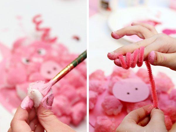 Объемная свинья из ватных шариков