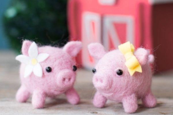 Мягкая свинка из шерсти