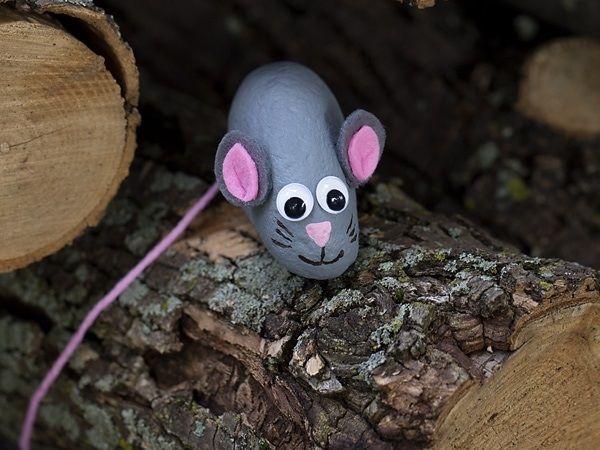 Поделка мышка из гальки