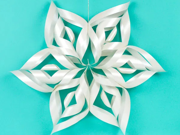 Красивая объемная снежинка из бумаги