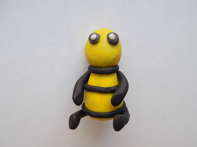 Поделка из пластилина: пчелка для детей