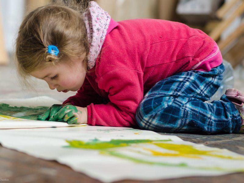 Чем рисовать ребенку в 2, 3, 4 года: что выбрать - краски, карандаши или фломастеры