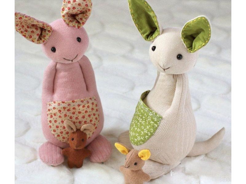 Забавные игрушки из носков и колготок: мастерим кенгуру