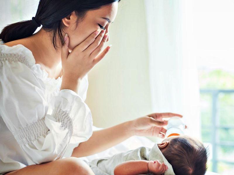 Домашние методы, которые помогают бороться с послеродовой депрессией.