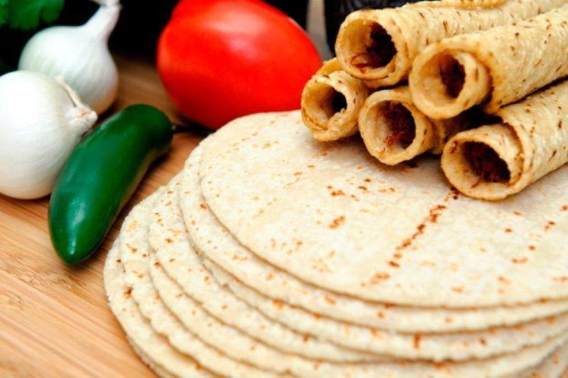 Традиционная закуска тортильяс готовится с разной начинкой