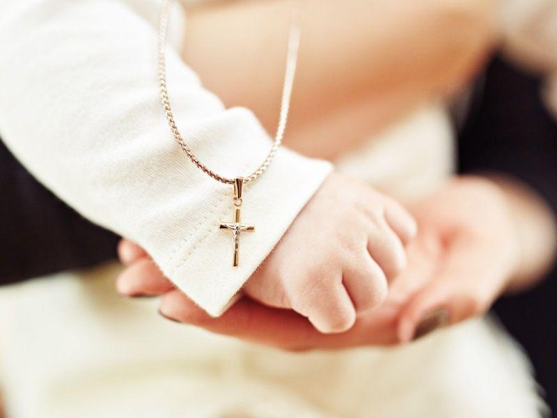 Крестик на крестины: что нужно знать при выборе