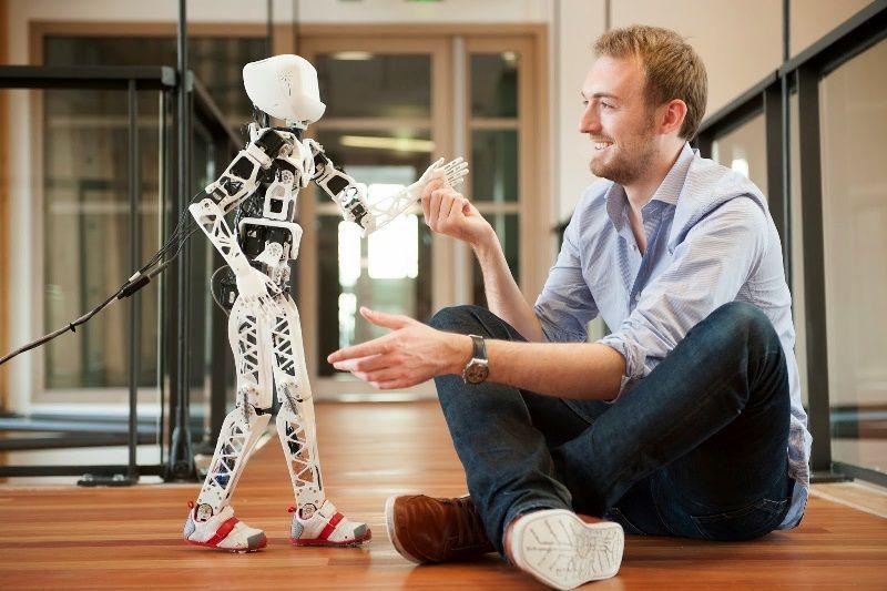 Игрушки-роботы для детей: польза, виды