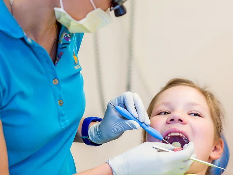 Кариес у детей: причины, лечение, последствия