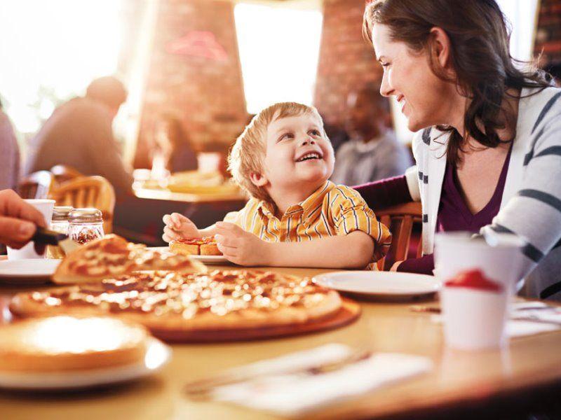 Идем в ресторан с ребенком: несколько важных правил