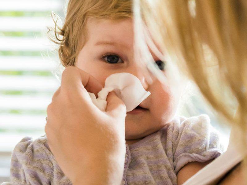 Как быстрее вылечить насморк у ребенка