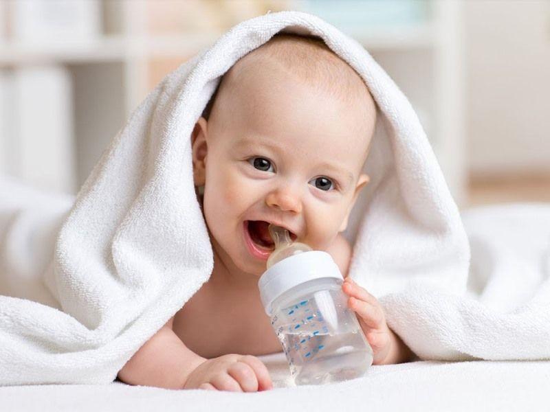 Какую воду можно давать младенцу: