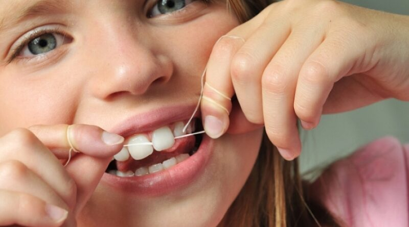 Нужно ли удалять молочный зуб: показания и противопоказания
