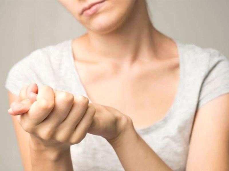 Почему дрожат руки: причины, заболевания, проблемы