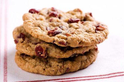 Печенье с орехами и сушеными ягодами