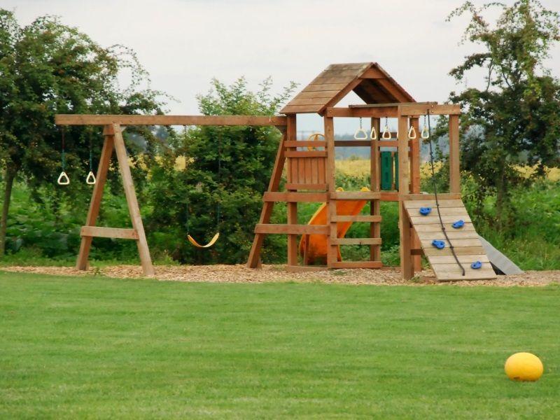 Выбираем детскую площадку для дачи или участка