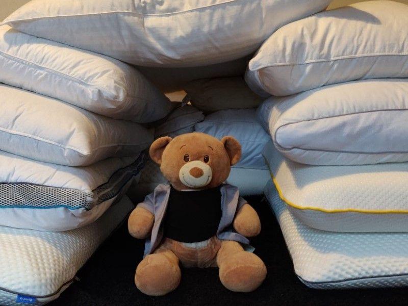 Как выбрать подушку для сна: ортопедическую или пуховую