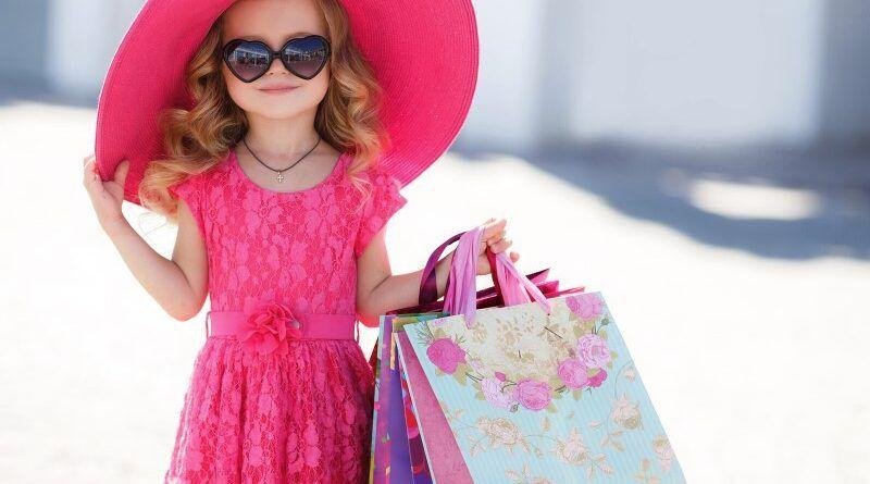 Какая одежда для пляжа нужна ребенку: список необходимых вещей
