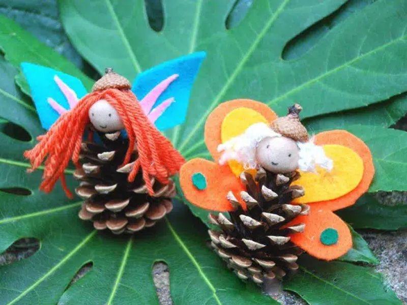 Бабочки из шишек